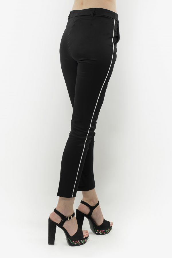 Slim-fit cropped trousers with pockets