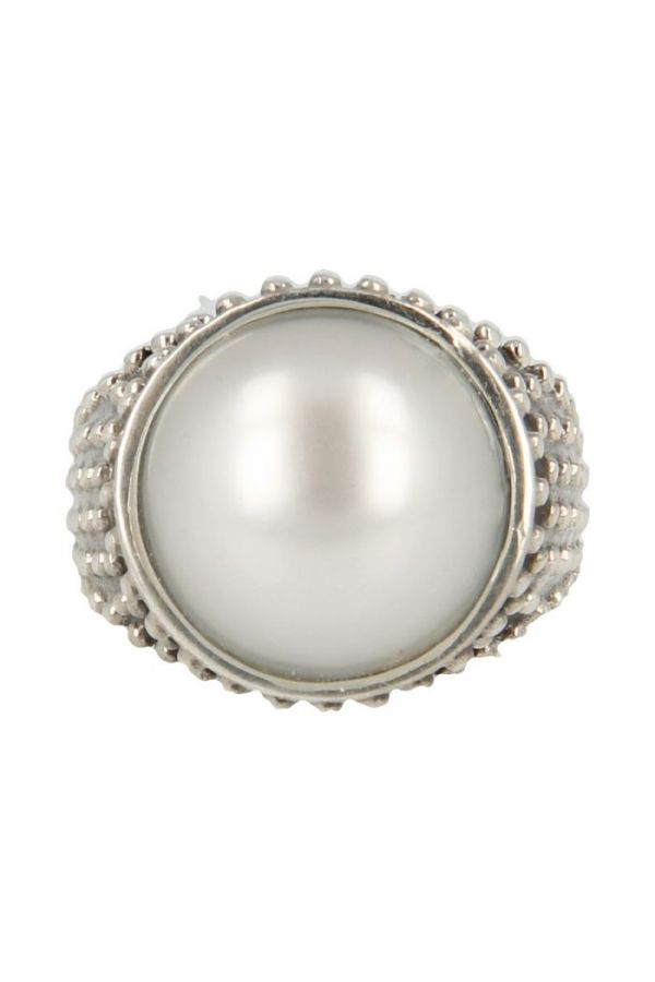 Silver ring with Mabe pearl