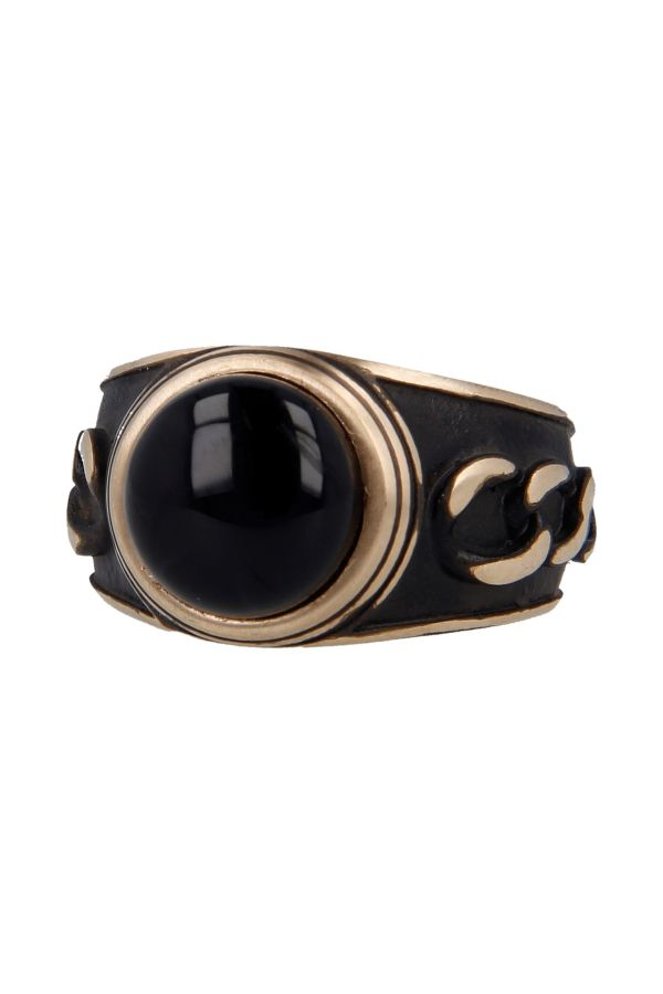 Bronze ring decorated with onyx stone and inlaid chains on the sides