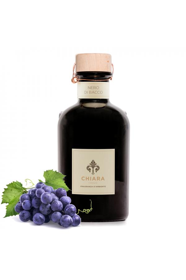Nero di Bacco - intensywna woń moszczu i dojrzałej wiśni w ozdobnej butelce 250 ml