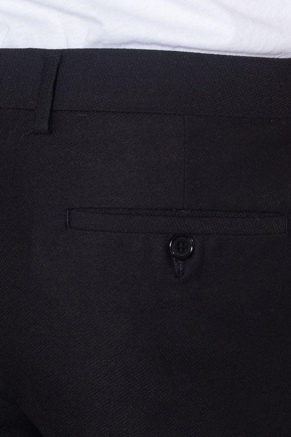 Czarny męski garnitur wizytowy